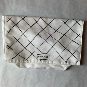 Chanel Dust bag for Medium reissue flap.